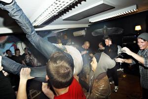Många fötter i luften när Chastise spelade New York-hardcore från Örebro.
