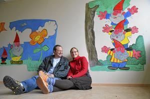 Många idéer om framtiden. Det har Jeroen Dekkers och Felicitas Nowak om Bångbro skola. I just detta rum ska en inomhus-lekpark byggas.
