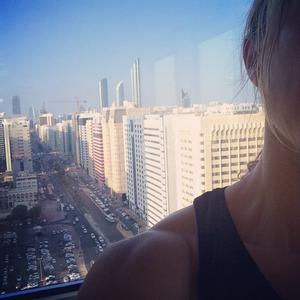 Torsdag 07.00, Abu Dhabi: Träning med utsikt! Startar Formel 1-helgen med ett träningspass på taket.