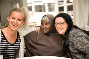 Sofie Hedberg, Shukri Mohamed och Maria Aminson blandar skratt med allvar på träffarna som just nu är på måndagar 15-17