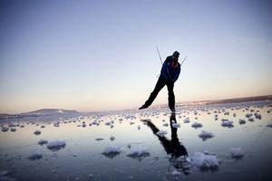 Nu är det säsong för långfärdsskridskor på sjöis.Arkivbild: Susanne Kvarnlöf