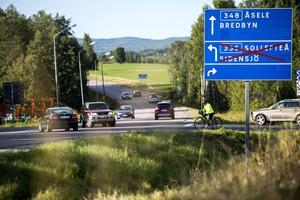 Korsningen Berdbyvägen/Hörnäsvägen proppas ofta igen under rusningstrafik.