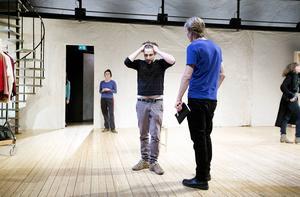 Repetition. Körsbärsträdgården av Tjechov, premiär på lördag.