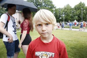 Leo Olsson, 7 år letade pokemon tillsammans med mamma Sara.