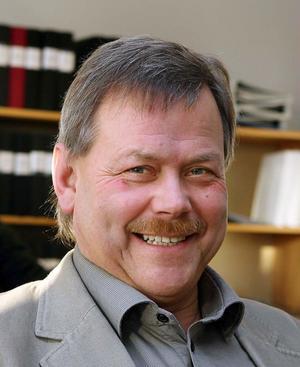 Än finns det halmstrån kvar för Färilasågen, bedömer kommunalrådet Sören Görgård, efter samtal med Mellanskogs vd Lars Gabrielsson.