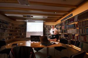 Anders Wossmar är eldsjäl i föreningen och rekommenderar alla att gå en kurs i släktforskning.