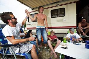 Semihårdrockare. Det är inte hur man klär sig eller musiken som gör en man till en hårdrockare. Det är ölen, menar Erik Jonsson, Johan Larsson, Patrick Pettersson och Jens Vagner.