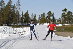 Längdpremiär på Idre Fjäll med Maria Rydqvist och Julia Svan. För andra året i rad öppnade Idre Fjäll för längdskidåkning först av alla svenska skidspår.