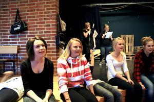 """Musikalen """"Helt kört"""" handlar om en skola där eleverna håller på att sätta upp en musikal, precis som Sjöängsskolan är. BILD: JESSICA UHLIN"""