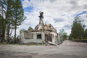 När rivningsföreläggandet har nått fastighetsägaren har han två veckor på sig att utföra rivningen och frakta bort byggavfallet.