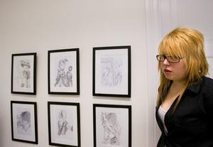 Här syns fler av Josefine Erikssons blyertsteckningar. Hon har tecknat japanska rockartister.