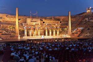 Arena di Verona och dess operascen lockar besökare från hela världen.   Foto: Jorg Hackemann/Shutterstock.com