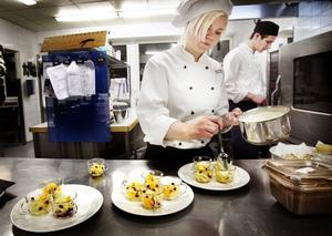 Josefine Forslin gillar att vara konstnärlig med bakverk och desserter.