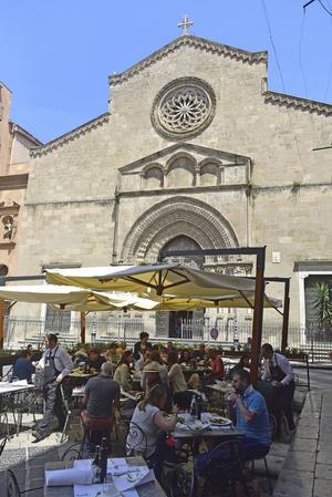 Servering precis vid kyrkan. Antica Focacceria San Francesco har varit restaurang på samma ställe sedan 1834.   Foto: Ola Wickander/TT