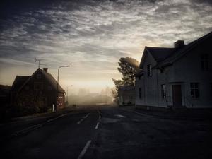 November: Föllinge en tidig dimmorgon i november.