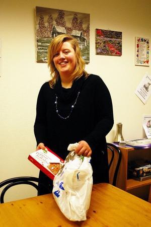 Emma Amreus jobbar som frivillig åt Röda korset. Hon är en av åtta som finns på något som kallas Mötesplatsen. På Mötesplatsen hjälper hon, och stödjer ungdomar som kommit till Sverige som ensamma flyktingar.Där lär hon sig mycket om flyktingar. Om deras religion, språk och kultur.Unga ST har hälsat på hos Emma.