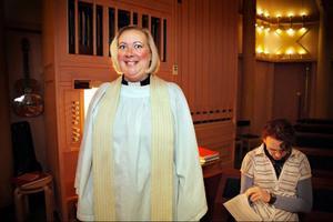 Prästen Maria Karlsson och kantorn Acki Schweitzer fick värma upp rösterna tidigt på tisdagen. Redan klockan 08.00 inleddes vigselakten i kyrkan i Torvalla.