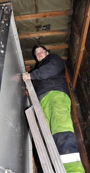 På den här stegen stod Emil när koloxidpuffen slog ut honom och han föll till golvet.