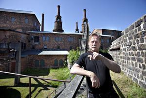 Lasse Jansson fångades av den gamla bruksmiljön   och dess historia när han kom hit för över 30 år sedan. Nu är bruket hans arbetsplats.