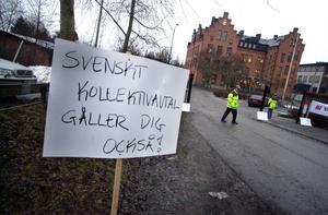 Facket ska åter kunna ta till stridsåtgärder för att tvinga fram kollektivavtal av arbetsgivare, enligt regeringens lagförslag. Bilden: Protest utanför ett skolbygge i Vaxholm där det lettiska företaget Laval ville bygga.