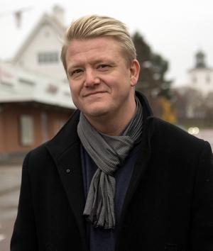 Christer Johansson dolde sin 40-årskris genom att låta Stånk-Tommy fira sin födelsedag, land och rike runt.