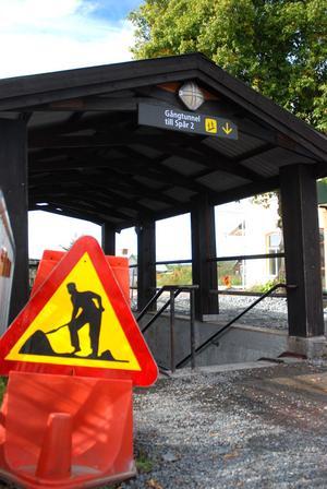 Inom kort kommer den gamla tunneln att stängas helt och då får man ta sig över vid Brunnsjögatan eller järnvägskorsningen vid Hedemora verkstäder.