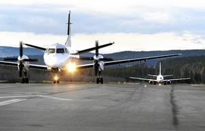 Förslaget om en flygskatt kommer att slå hårt mot de delar av landet, inte minst Västernorrlands län, skriver debattförfattarna.