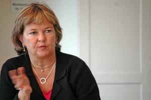 NEDSKÄRNING. Minst en vårdcentral i Uppsala län kommer att stängas. Vilka som ligger risigt till vill primärvårdsdirektör AnnCharlott Frank Lindgren inte säga.