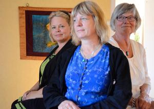 Tre kvinnor och ett galleri. Anna Harley, Nina Rönnegård och Eva Wikman. Alla tre är utställare på Galleri Kopparberg.