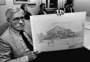 27 februari 1990 presenterade Jack Hansson visionerna för Orrenkvarteret. Butikslokaler, lägenheter och parkeringsdäck med plats för 230 bilar fanns med i förslaget.