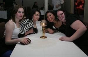 Blue Moon Bar. Henriett, Madelene, Rossa och Carolin