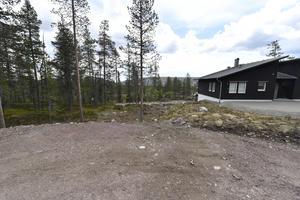 Örebroföretagaren Håkan Borg investerar stort i Sälen. Han har köpt 51 tomter av Malung-Sälens kommun och ytterligare tomter av bland andra Transtrands besparingsskog. Köpet av den 52:a kommunala tomten (bilden) har orsakat debatt.