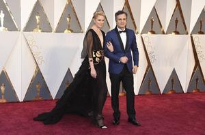 Sunrise Coigney och Mark Ruffalo på röda mattan inför Oscarsutdelningen. Mark Ruffalo gav en kommentar om mångfaldsproblemet: