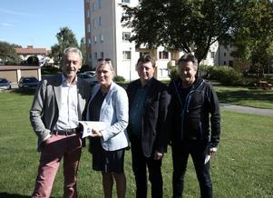 Calle Morgården (MP), vice ordförande, Cia Ferner Kny, vd, Ingemar Hellström (S), styrelseordförande, Vesa Panula, projektledare i Bärkehus AB, är nöjda över att 50 miljonersbygget på Malmgatan 21 i Smedjebacken i hamn .