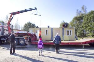 På lördagen lyftes Sjöräddningssällskapets nya stationshus i hamnen på plats.