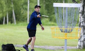 Jesper Olsson, Edsbyn, gjorde en bio, basket in one. Discgolfens motsvarighet till ett hole in one.