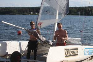 Formula 18-seglarna Tommy Selin och Ola Persson från Söderhamn klarade av målet och mer därtill i sin VM-debut.
