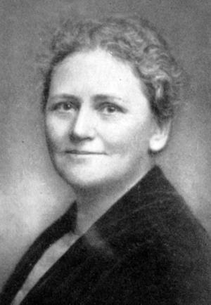 BEUNDRADE HITLER. Journalisten och författaren Annie Åkerhielm bodde i Gävle för hundra år. Hon var motståndare till demokrati och kvinnlig rösträtt och blev en av Sveriges mest hängivna nazister.