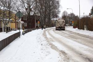 Bergslagsgatan är genomfartsled mot Vikmanshyttan och en hel del tung trafik går längs gatan.