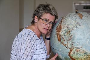 Lotta Edwardsson lyssnar på jorden för att ta reda på hur den mår.