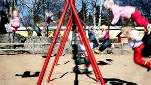 Foto: Patrick Sörquist/TT. Sverigedemokraterna i Söderhamn vill ändra regelverket så att semesterlediga vårdnadshavare inte kan lämna sina barn i förskolan.