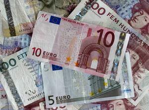 I dag vill en stor majoritet av svenskarna behålla kronan. Erfarenheterna av euron har även övertygat många som röstade ja 2003 om att det är klokt att ha en egen valuta också framöver. Sverige bör förhandla fram samma formella undantag från euron som Danmark och Storbritannien har, skriver Håkan Larsson (C).