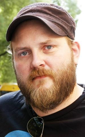 Carl-Michael   Sillström,   33 år, Östersund:   – Ja. Det har varit för varmt. Jag har bott i en bastu i två månader känns det som. Jag har ingen luftkonditionering.