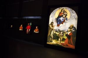 De flesta verken som hänger i Exercishallen har tillkommit i en beställarsituation eftersom det inte fanns någon konstmarknad då som nu.