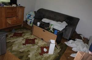 De tre åtalade männen greps i en lägenhet i Krylbo. Där hittades en stor mängd stöldgods.