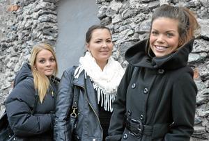 Stödtrupp. Linda Axelsson, Marthina Isaksson och Therese Gustafsson stöttar sin kompis i Tanzania genom att ordna med insamling av i huvudsak grejor som behövs, men även pengar.