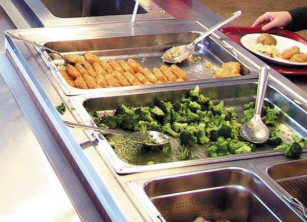 Från och med måndag kommer eleverna i Norbergs skolor kunna välja mellan två olika maträtter på lunchen.