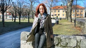 Hon har tre hemstäder. Hellena växte upp i Sandviken och åker ofta hem på besök.