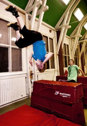 Fram till nu har parkourgrupperna i Borlänge tränat i Mjälgaskolans gymnastiksal.