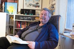 Henry Bäck har skrivit 16 böcker samt flera artiklar och forskningsrapporter. Störst spridning har en lärobok i statsvetenskap fått.